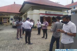 Polisi Bubarkan Aksi Mahasiswa di KPU Sumbar