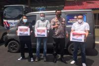 Polres Pessel Serahkan Paket Bansos pada Wartawan