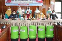 Semen Padang Bantu 100 Unit Alat Pengolahan Sampah