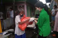 Sisir Daerah Purus, Korem Bagikan Paket Sembako