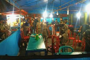 Tim Satgas Gabungan Sita Kursi dan Tikar Pedagang Makanan