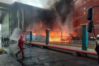 Tumpukan Batubara di Pelabuhan Teluk Bayur Terbakar